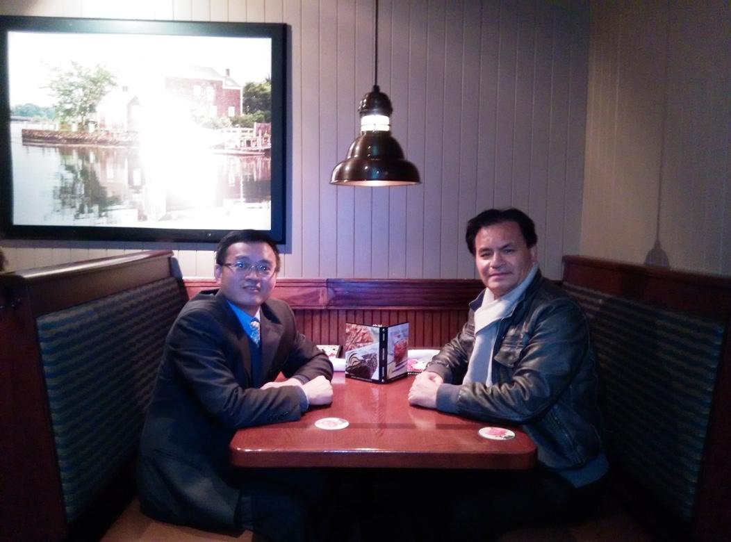夏云龙会长与倪涛副会长在华府讨论协会工作